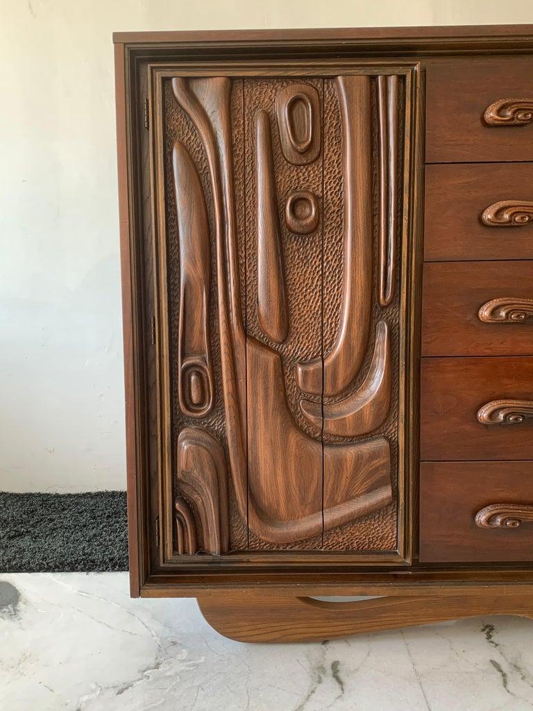 Oceanic Sculpted Walnut Highboy Dresser by Pulaski Furniture Co., circa 1969 For Sale 1