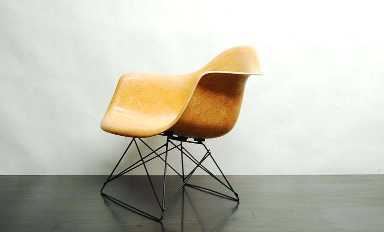 Mid-Century Modern Ochre Eames Armshell on Cats Cradle Base For Sale