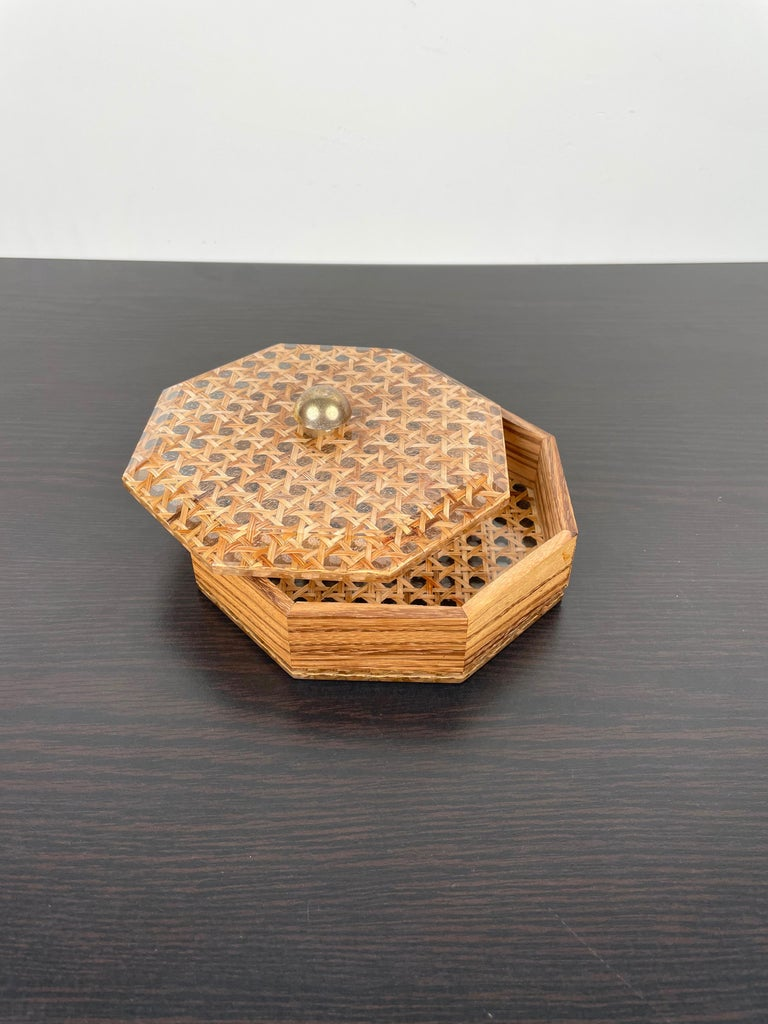 Octagonal Box in Lucite Wicker Wood and Brass Christian Dior Style, France 1970s In Good Condition For Sale In Rome, IT