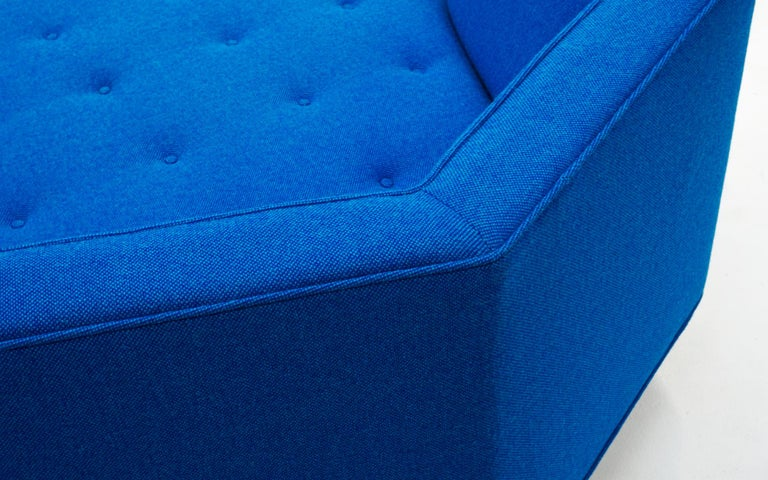Octagonal Sofa Attributed to Harvey Probber, Restored in Blue Maharam Fabric For Sale 3