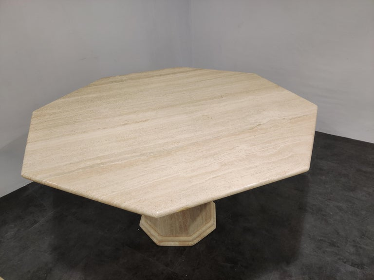 Octogonal Italian Travertine Dining Table, 1970s In Good Condition For Sale In Neervelp, BE