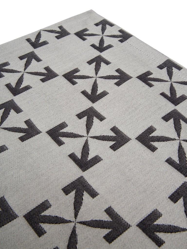 Italian Off-White Arrow Patern Table Mat Set White Black For Sale