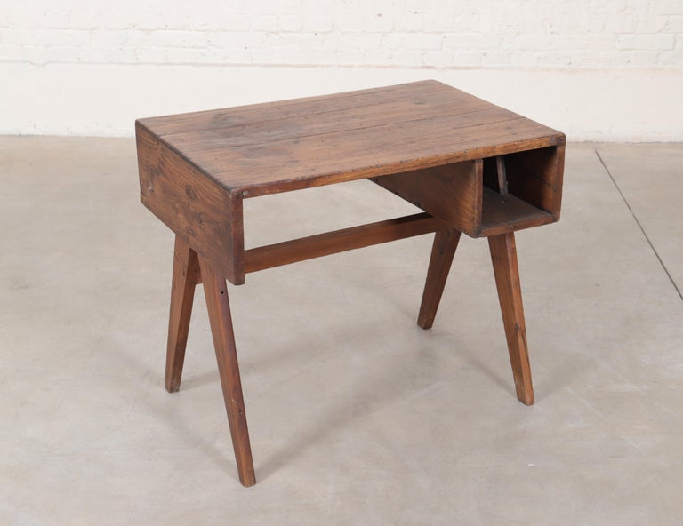Office solid desk in teak and teak veneer. Rectangular tray with sides and drooping supported by a double base