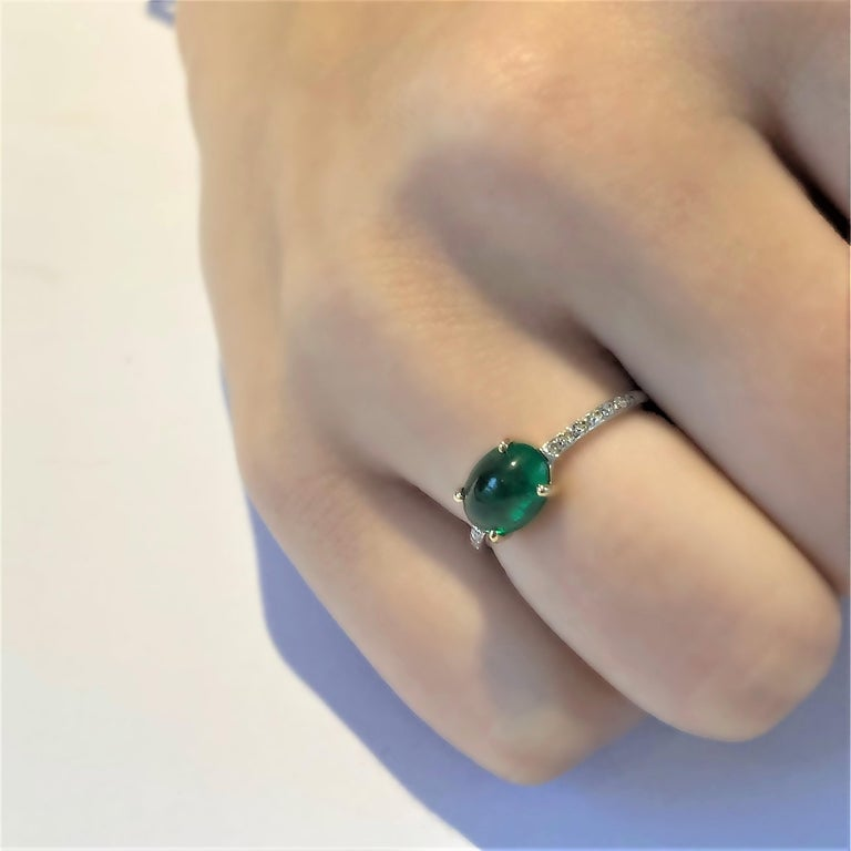 Contemporary OGI Cabochon Emerald and Diamond Gold Cocktail Ring For Sale