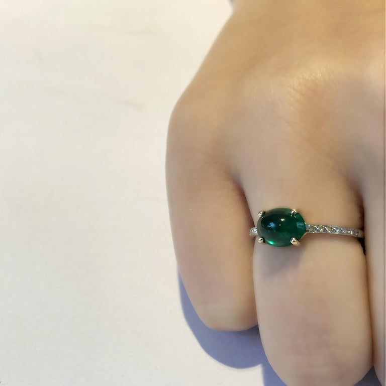 OGI Cabochon Emerald and Diamond Gold Cocktail Ring For Sale 3