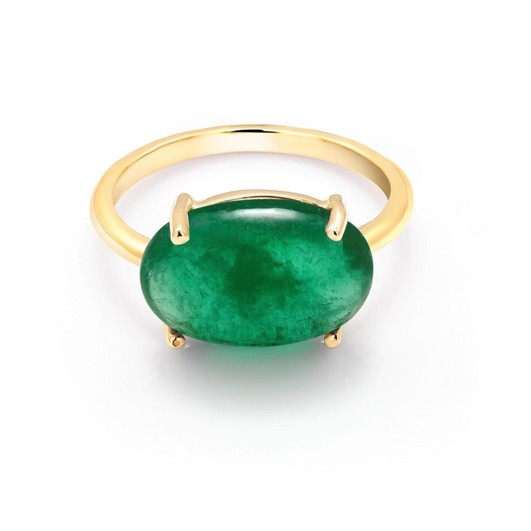 Contemporary OGI Cabochon Emerald Set Sideway in Solitair Yellow Gold Cocktail Ring For Sale