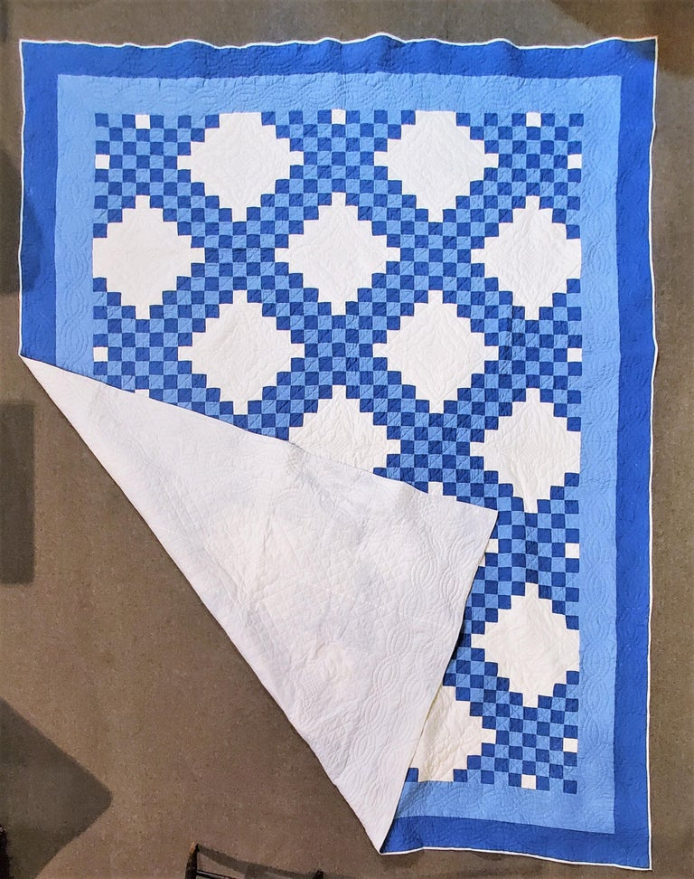 Antique Ohio Amish quilt in a triple Irish chain pattern in fine condition. The quilt is in fine condition and very nice quilting.