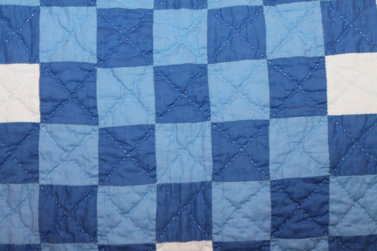 Ohio Amish Triple Irish Chain Quilt In Good Condition For Sale In Los Angeles, CA