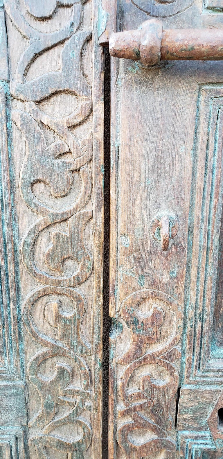 Old Brown Moroccan Wooden Door, 23MD36 In Good Condition For Sale In Orlando, FL