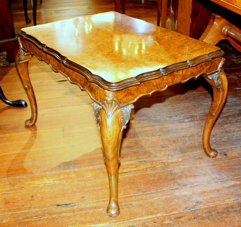 Old English Highly Figured Burr Walnut Georgian Style Carved Coffee Table In Good Condition For Sale In Charleston, SC