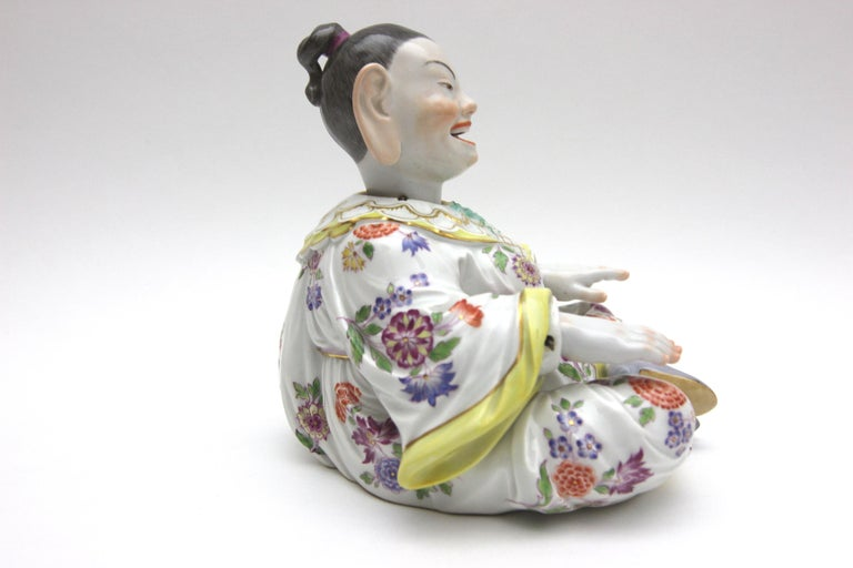 Old Meissen Porcelain Figure as Wiggle Pagoda with Gold and Flower Painting In Good Condition For Sale In Berlin, DE