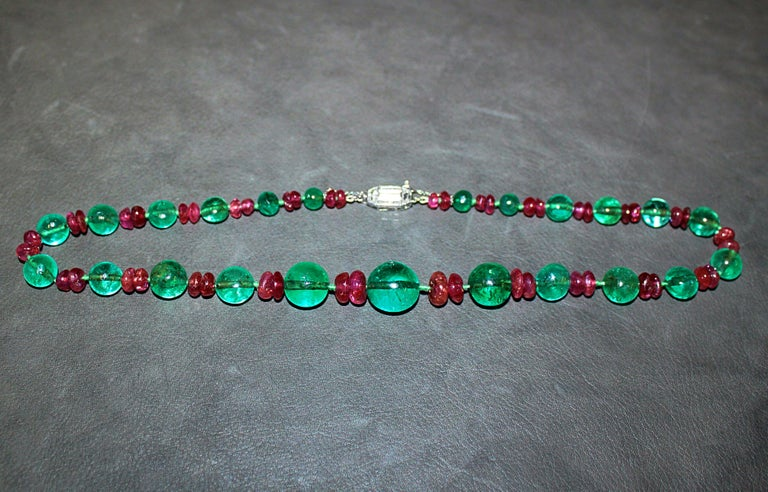 Bead Old-Mine Emerald, Ruby and Diamond Art Deco Necklace, France, ca. 1920s For Sale