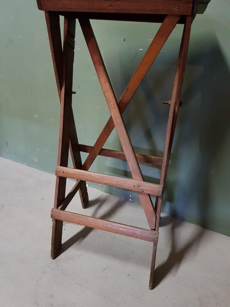 Old Oak Wooden Small Work Table, Now Fantastic as a Pedestal for a Art Object In Good Condition For Sale In Raalte, NL