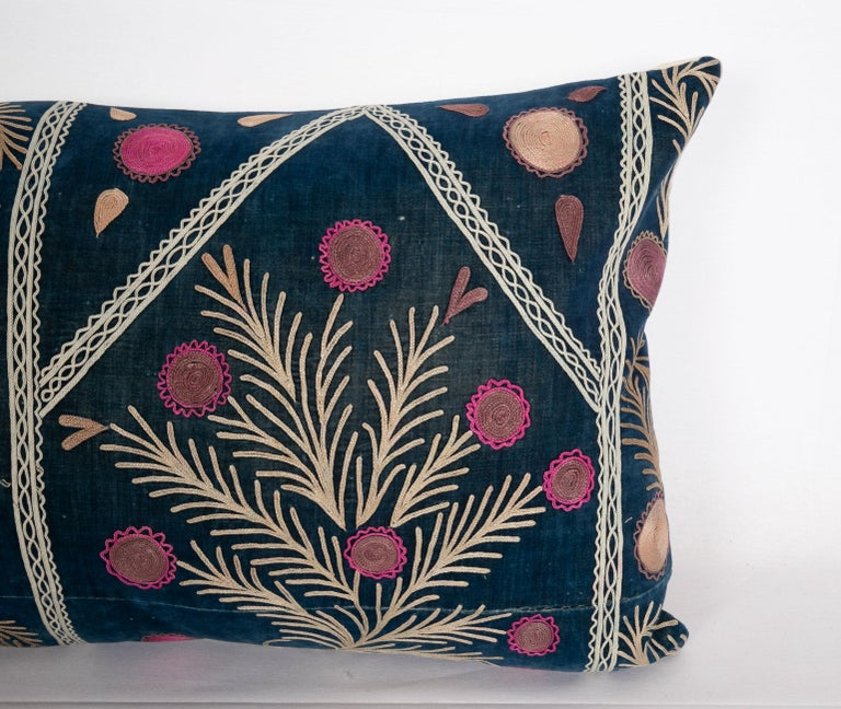 Old Silk Velvet Suzani Pillow Case, Uzbekistan, Early 20th Century In Good Condition In Istanbul, TR