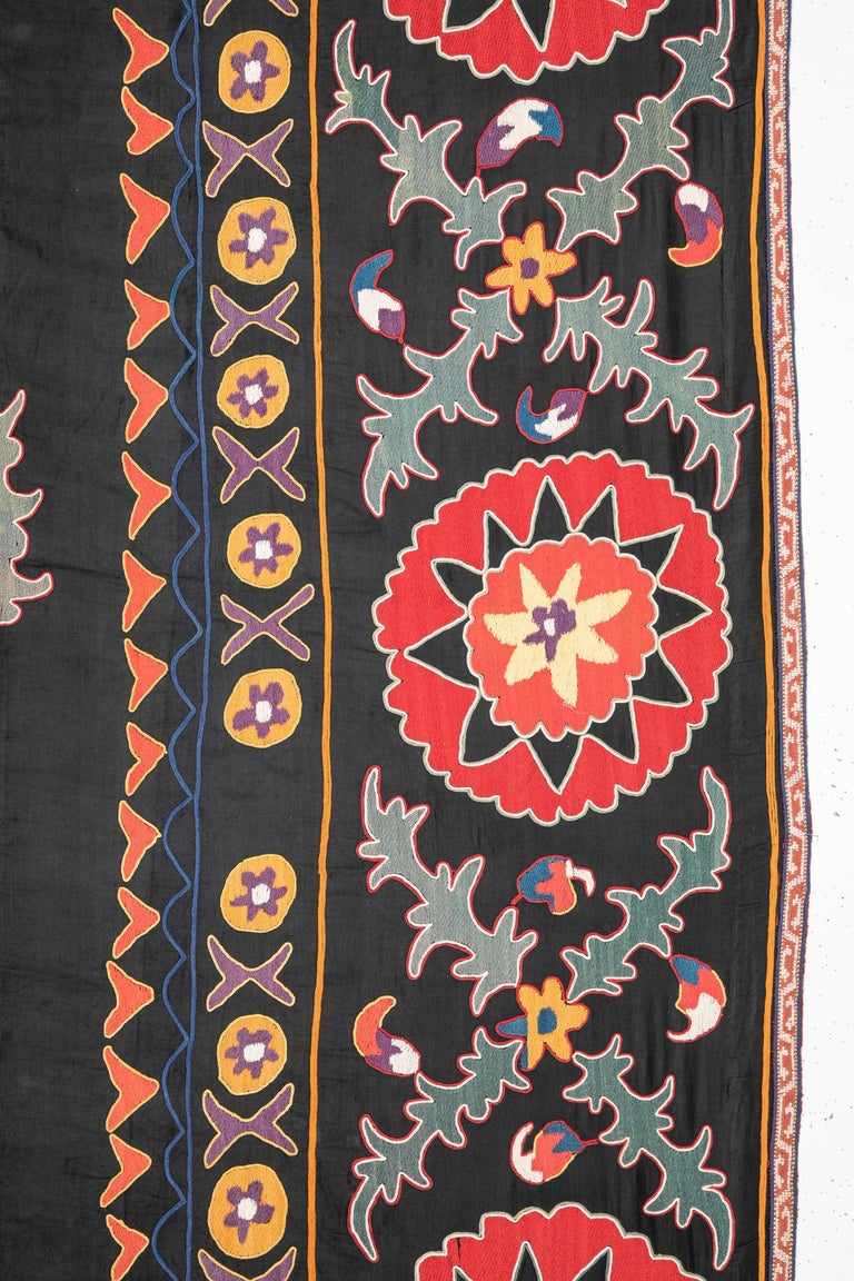 Old Suzani from Uzbekistan Central Asia, Silk on Cotton, 1930s In Good Condition For Sale In Istanbul, TR