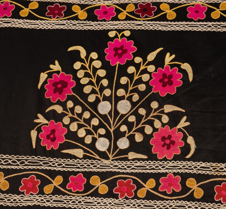 Old Suzani with Black Background from Uzbekistan, Central Asia, 1930s In Good Condition For Sale In Istanbul, TR