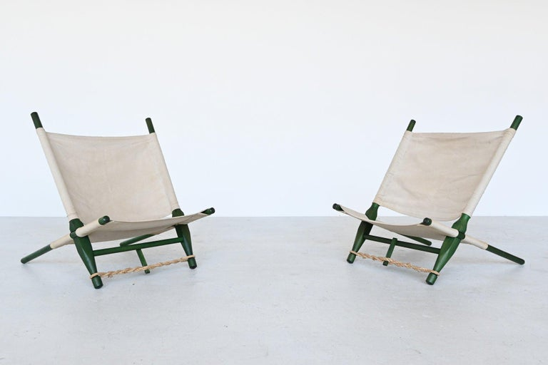 Very nice pair of dynamic low lounge chairs designed by Ole Gjerlov Knudsen and manufactured by Cado, Denmark, 1958. These chairs have a green lacquered birch wooden frame existing of 4 parts sliding into each other to change the angle if wanted.