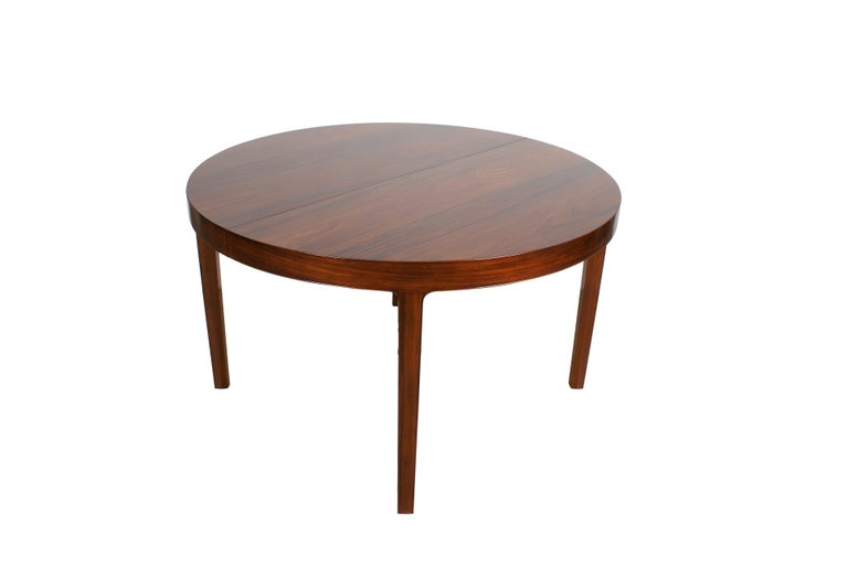 Ole Wanscher, dining table in Brazilian rosewood for master cabinetmaker A.J. Iversen. With metal tag from Illums Bolighus. Comes with three extension leaves - shortest version of the table is a circular version with a diameter of 125 cm (43 in.),