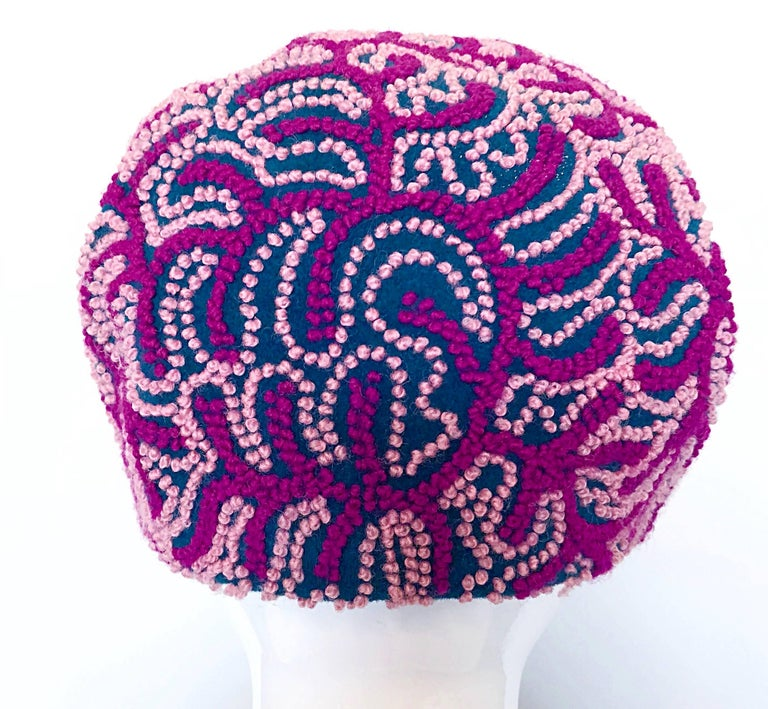 Oleg Cassini 1960s Pink + Fuchsia + Navy Blue Wool 60s Mod Vintage Cloche Hat In Excellent Condition For Sale In Chicago, IL