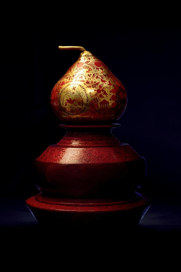 Modern Olinalá Mexican Traditional Lacquer, Gold Leaf and Oil Painting Art Urns For Sale