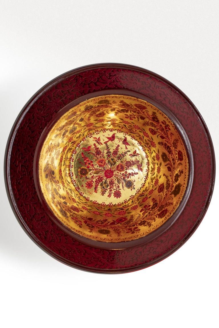 Contemporary Olinalá Mexican Traditional Lacquer, Gold Leaf and Oil Painting Art Urns For Sale