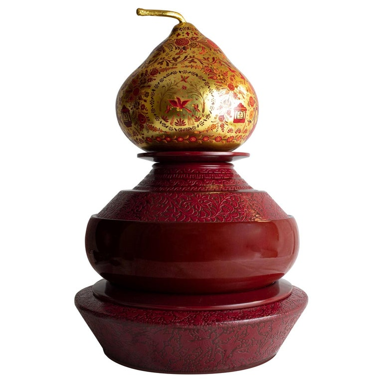 Olinalá Mexican Traditional Lacquer, Gold Leaf and Oil Painting Art Urns For Sale