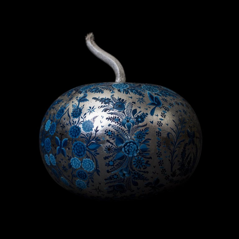 Contemporary Olinalá Mexican Traditional Lacquer, Silver Leaf and Oil Painting Art Urns For Sale