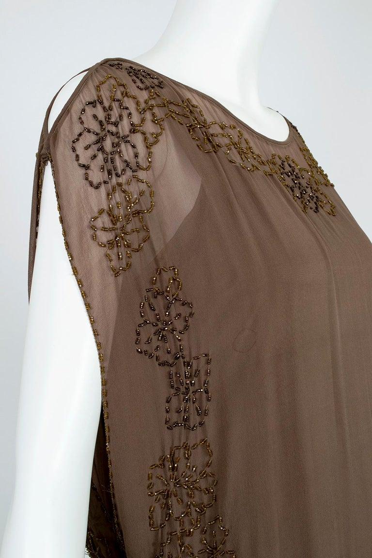 Olive Brown Split-Shoulder Tabard Flapper Dress with Hip Rosettes – S, 1920s For Sale 3