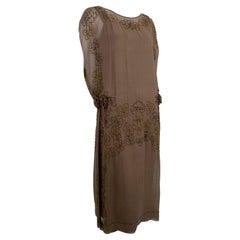 Olive Brown Split-Shoulder Tabard Flapper Dress with Hip Rosettes – S, 1920s
