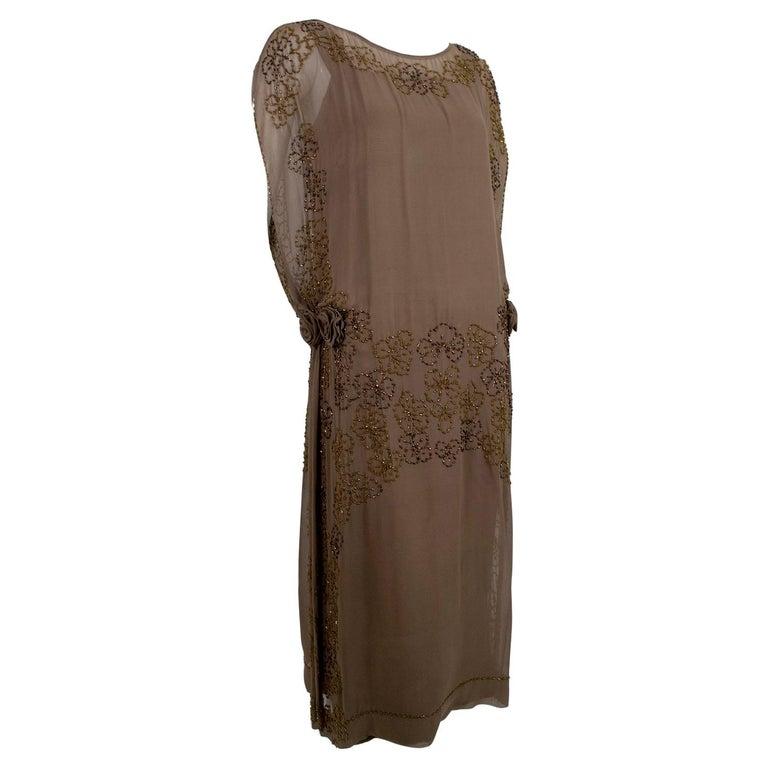 Olive Brown Split-Shoulder Tabard Flapper Dress with Hip Rosettes – S, 1920s For Sale