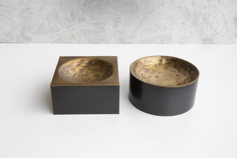 Bronzed Olivia Round Hammered Brass and Black Steel Valet Tray by Soraya Osorio For Sale
