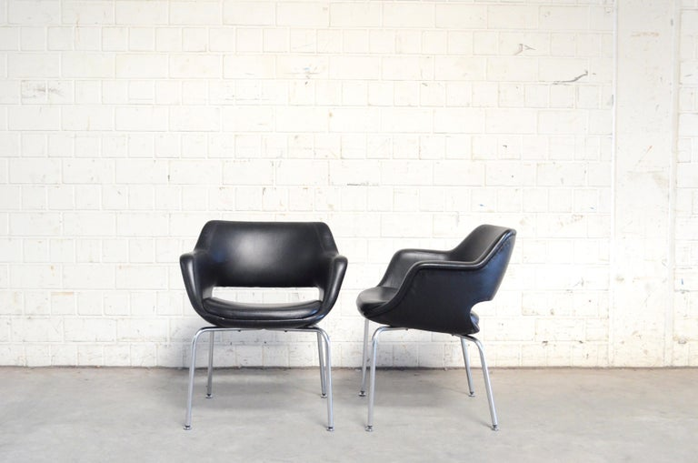 This model Kilta was designed by Finland designer Olli Mannermaa for Martela in 1955.