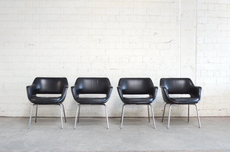 This Model Kilta was designed by finland designer Olli Mannermaa for Martela in 1955. The Kilta chair is a Finnish design Classic. Kilta's timeless design and comfortable seat guarantee its continuing popularity. It is a popular vintage product