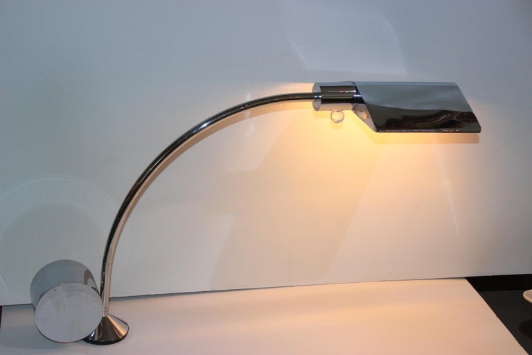 This stylish and rare polished chrome cantelevered table lamp by Cedric Hartman is know as the