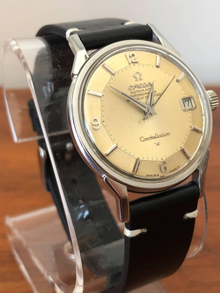 Rare Omega Constellation Stainless Steel Ref. 168.005, 23 million serial number, circa 1966. Calibre 561 movement. Case measuring 34mm. Pie pan dial with seconds sweep and date. Very good condition-original, unrestored dial with warm beige patina