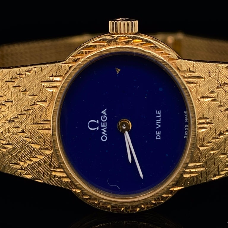 Omega De Ville Ladies 18 Karat Yellow Gold Lapis Lazuli Manual Wind Wristwatch In Good Condition For Sale In London, GB