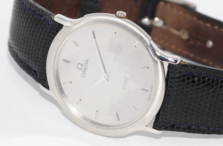Extremely rare, flat wristwatch. Case, dial and hands made of 950 platinum!  With Omega white gold clasp.  Quartz movement.  Including certificate of authenticity and new battery change.
