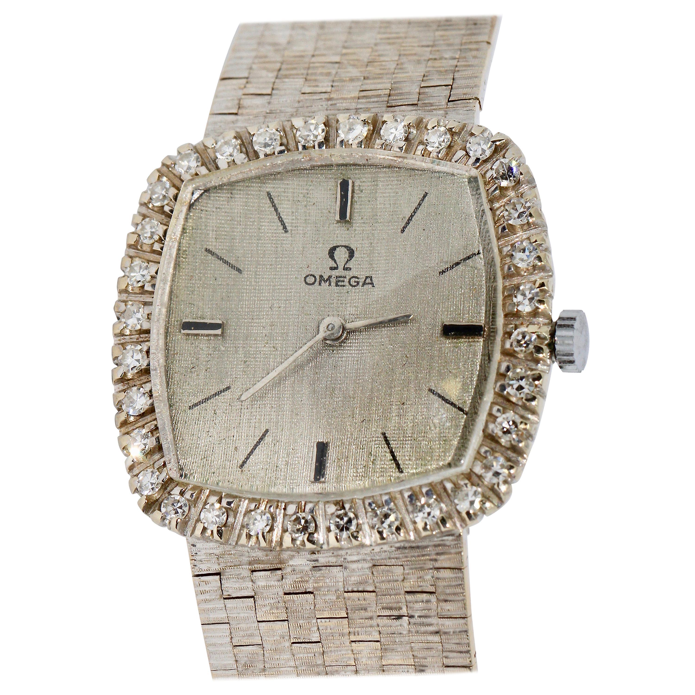 Omega Ladies Wrist Watch, 18 Karat White Gold and Diamonds, Manual Winding