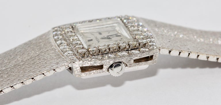 Omega Ladies Wristwatch, 18 Karat White Gold, with Diamonds, Manual Wind For Sale 2