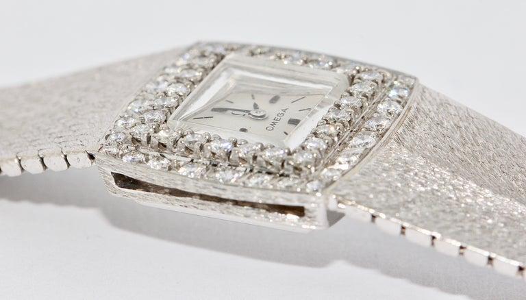 Omega Ladies Wristwatch, 18 Karat White Gold, with Diamonds, Manual Wind For Sale 3