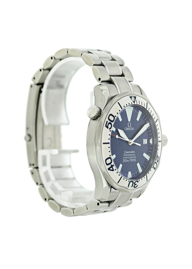 Omega Seamaster 2255.80.00 Electric Blue Men's Watch In Excellent Condition For Sale In New York, NY