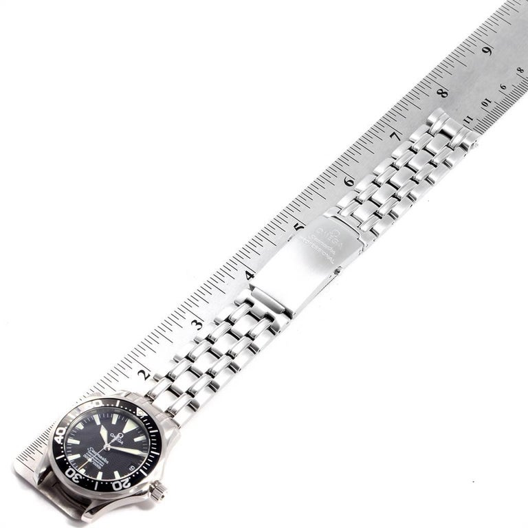Omega Seamaster Midsize Black Wave Dial Steel Watch 2252.50.00 For Sale 4