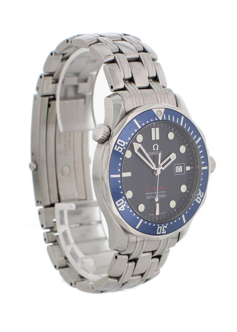 Omega Seamaster Professional 2221.80.00 Men's Watch In Excellent Condition For Sale In New York, NY