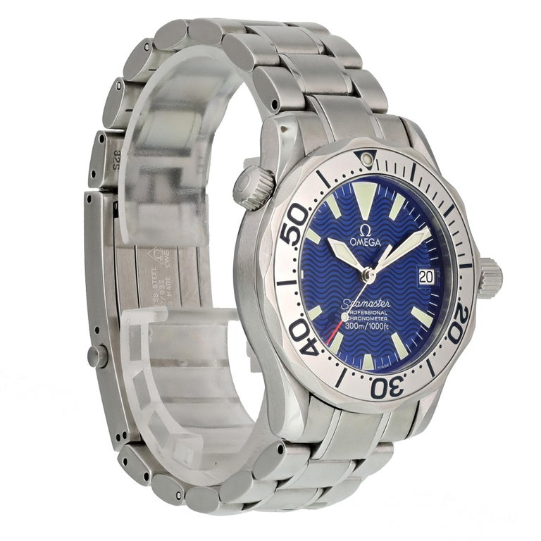 Omega Seamaster Professional 2553.80.00 Mid-Size Watch In Excellent Condition For Sale In New York, NY