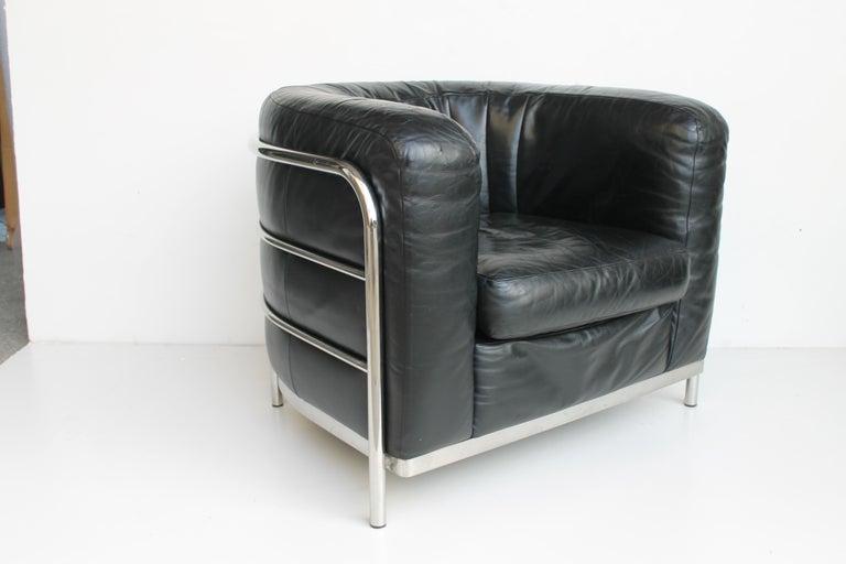Italian Onda armchair in black leather designed by Jonathan de Pas, Donato D'Urbino and Paolo Lomazzi in 1985 for Zanotta. Stel metal structure and feet. Labelled by Zanotta Italy.