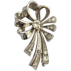 One '1' 14 Karat White Gold Bow Brooch, Set with 15 Diamonds, Dutch, circa 1950