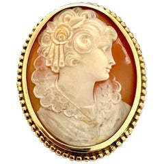 One '1' 14K Yellow Godl Brooch Set with One Oval Cameo, Natural Mother of Pearl