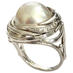 One '1' 18 Karat Gold Ring with Cultured Pearl and Diamonds, Name Bird's Nest