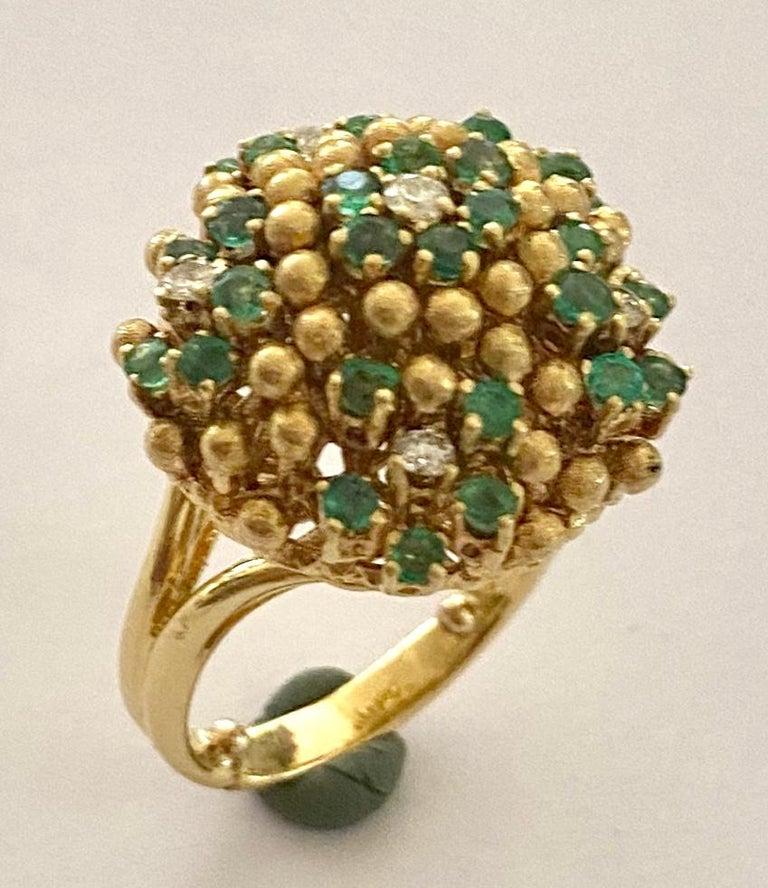 - ONE(1) 18 KARAT YELLOW GOLD  COCKTAIL RING.  - TOTAL WEIGH: 15.28 Grams.  - 6 natural diamonds, round briljant cut, 0.30ct VSI/SI Top Wesselton   - 31 natural Beryl: emeralds, round mix Cut, 1.55 ct. -  size NL 17  Eur: (54)  USA 6.5  Engeland: