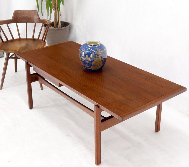 One Drawer Rectangle Shape Teak Danish Mid-Century Modern Coffee Table In Good Condition For Sale In Rockaway, NJ